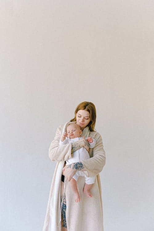The great reasons to choose nursing tops for a great post pregnancy experience