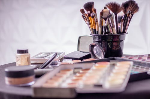 Top tips to consider when shopping for the best make up products