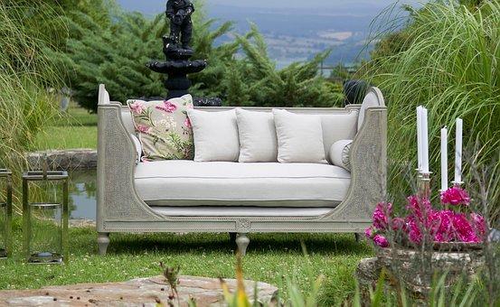 5 attractive outdoor living spaces!